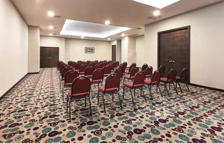 LA QUINTA - Conference - 21