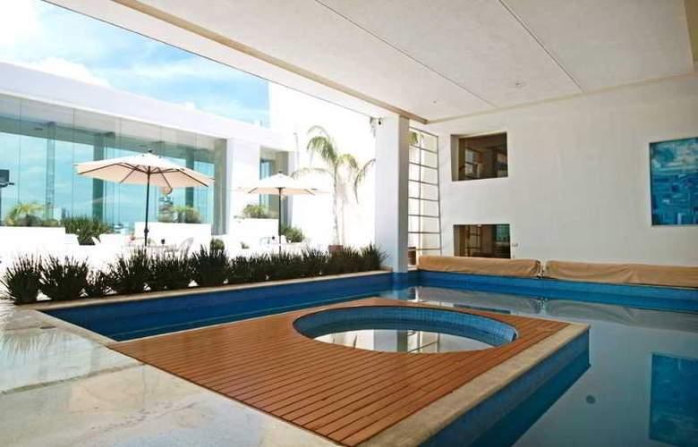 Fiesta Inn Cuautitlan - Pool - 3