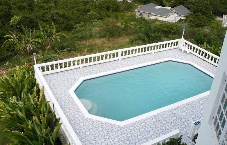 Emerald Villas - Pool - 4