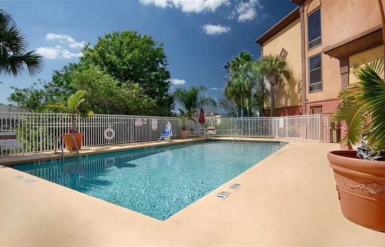 Best Western Universal Inn - Pool - 59