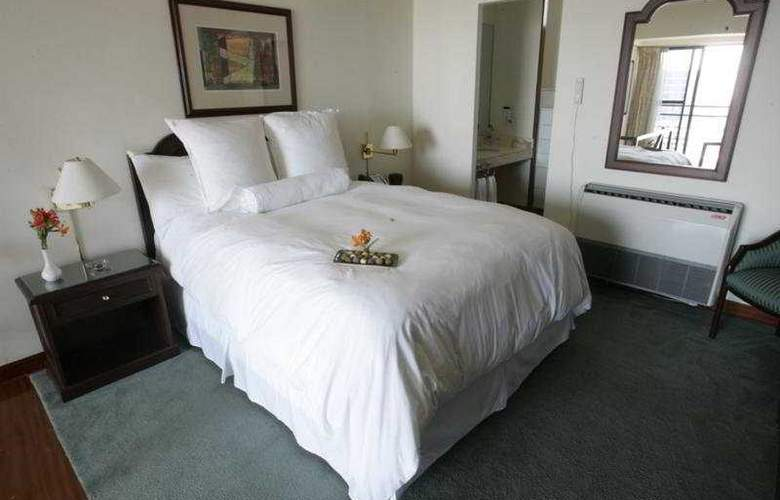 Thunderbird  Fiesta Hotel & Casino - Room - 5