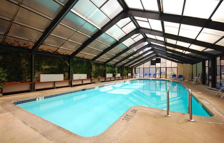 Best Western Rosslyn/Iwo Jima - Pool - 55