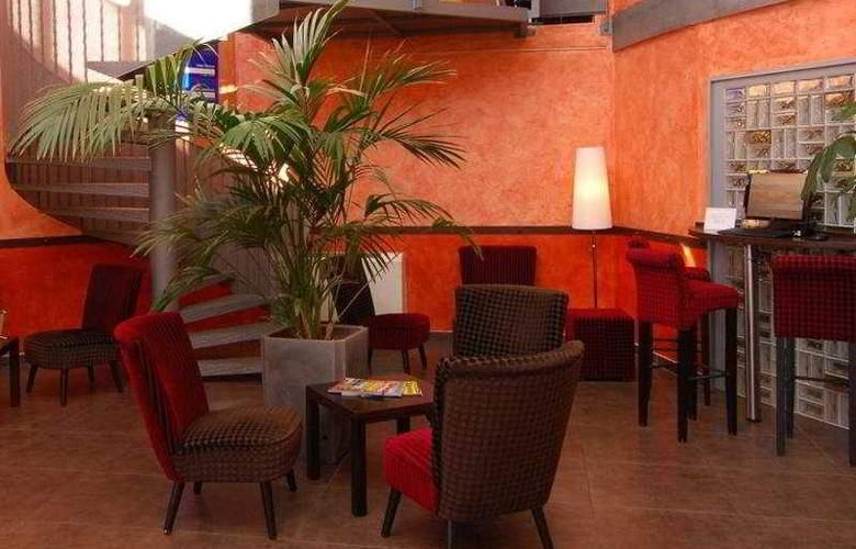 Kyriad Montpellier Lunel - Hotel - 0