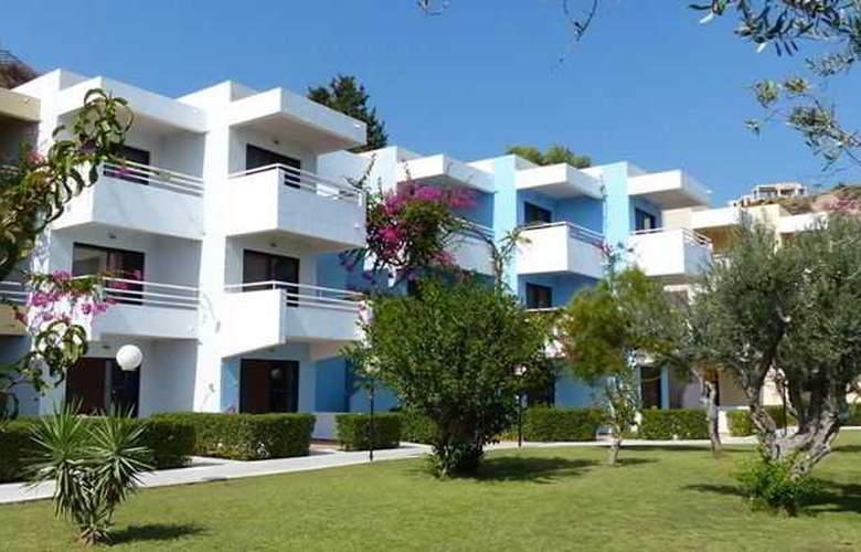 Iris Hotel - Terrace - 10