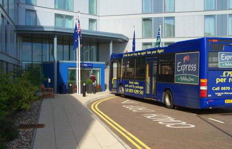 Holiday Inn Express Stansted Airport - Hotel - 0