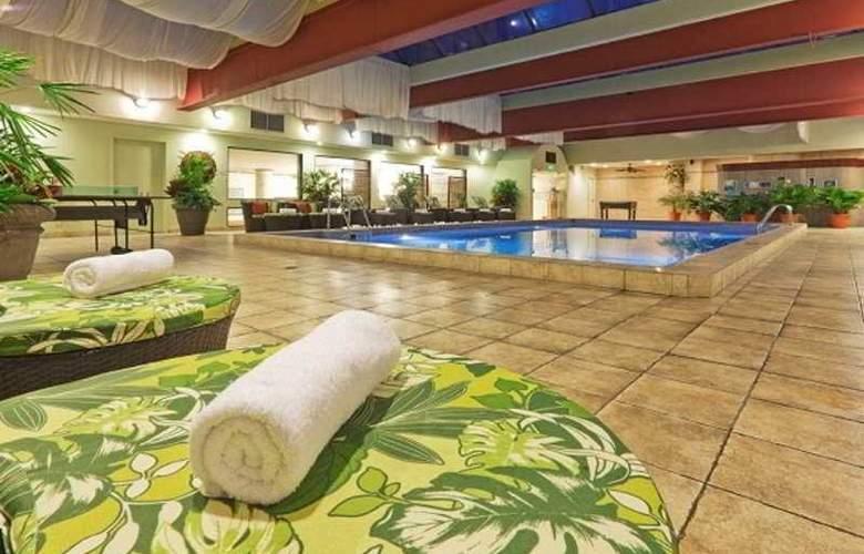 Holiday Inn San José Aurola - Pool - 6