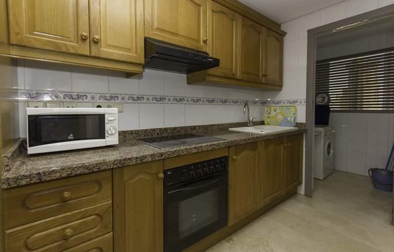 Apartamentos Gemelos XX Aloturin - Room - 11