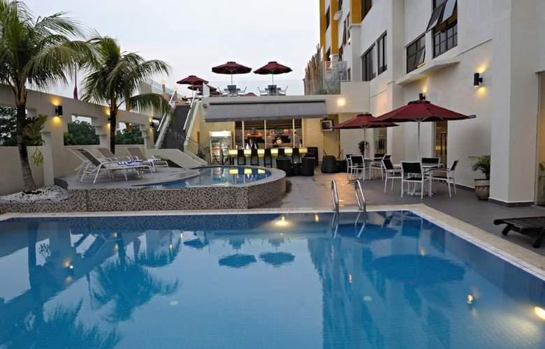 Hotel Sentral Johor Bahru - Pool - 10