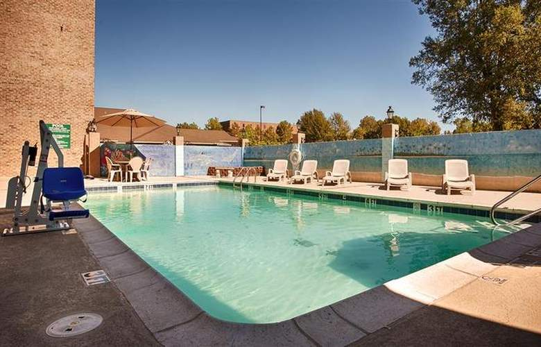Best Western Chateau Louisianne - Pool - 167