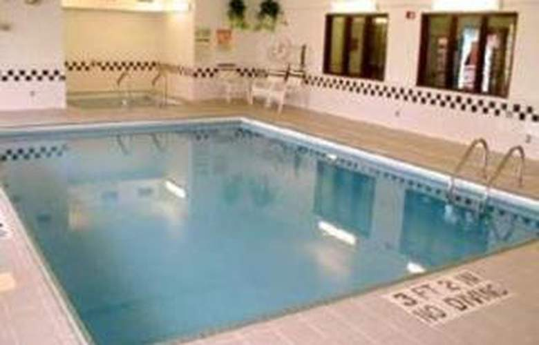 Econo Lodge East - Pool - 3