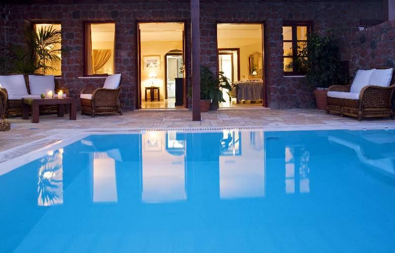 Maison Des Lys Luxury Suites - Pool - 6