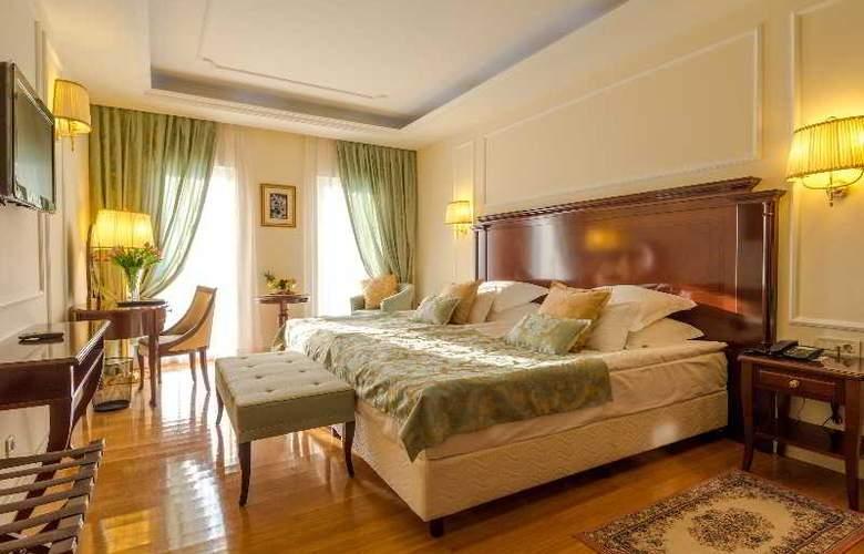 President Solin - Room - 24