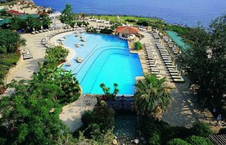 Jasmine Court Hotel & Casino - Pool - 3