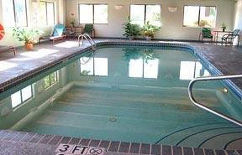 Comfort Inn (Boston Heights) - Pool - 4
