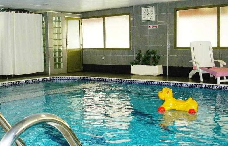 Al Shams Plaza Hotel Apartments - Pool - 11