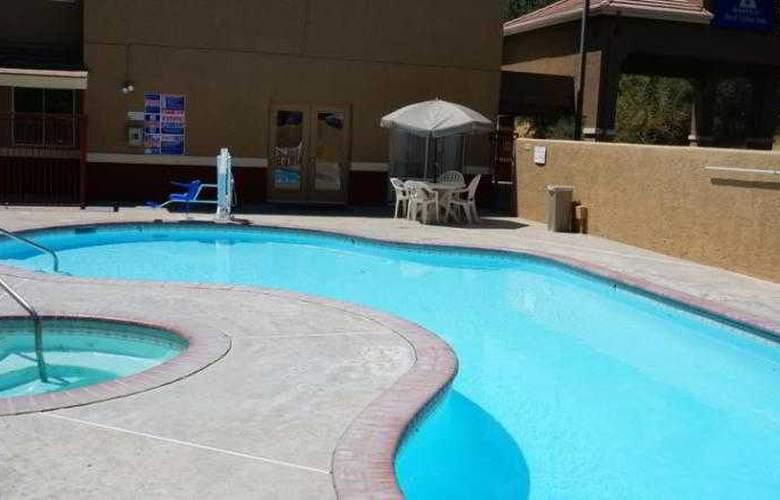 Americas Best Value Inn Oakhurst - Pool - 18