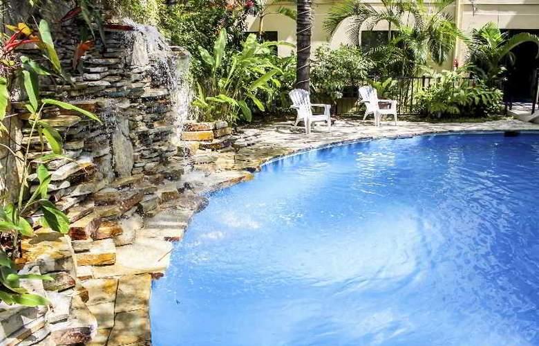 Comfort Inn Tampico - Pool - 26