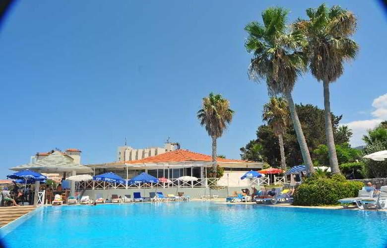 L.A. Resort - Pool - 6