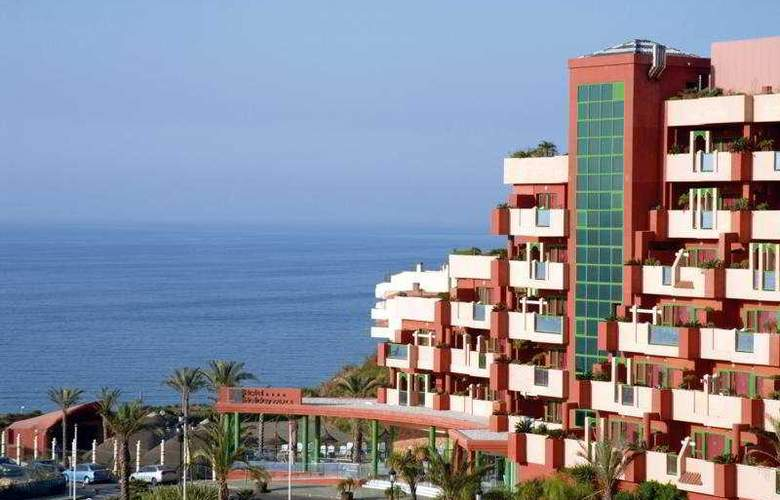 Holiday Palace - Hotel - 0