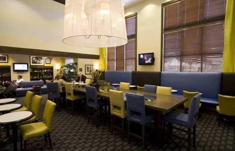 Hampton Inn & Suites Las Vegas Red Rock Summerlin - Hotel - 6