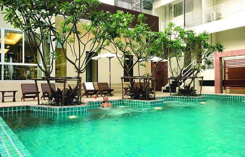 FuramaXclusive Sathorn Bangkok - Pool - 6