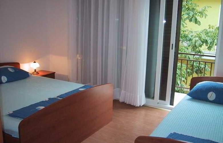 Zeljko - Room - 1