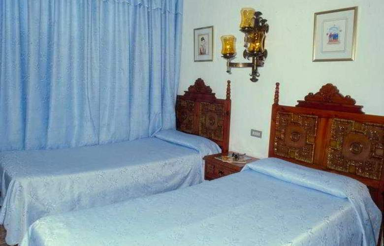 Rey Carlos - Room - 3