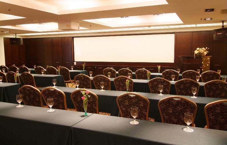 La Plaza - Conference - 2