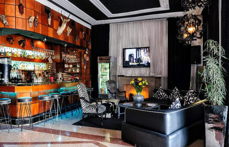 Chesterfield Hotel & Suites - Bar - 11