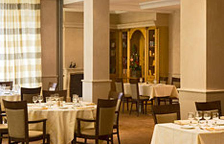 Warwick Reine Astrid - Lyon - Restaurant - 9