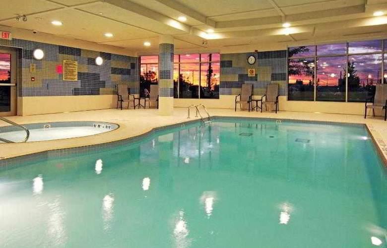 Holiday Inn Express & Suites Vaughan - Pool - 29