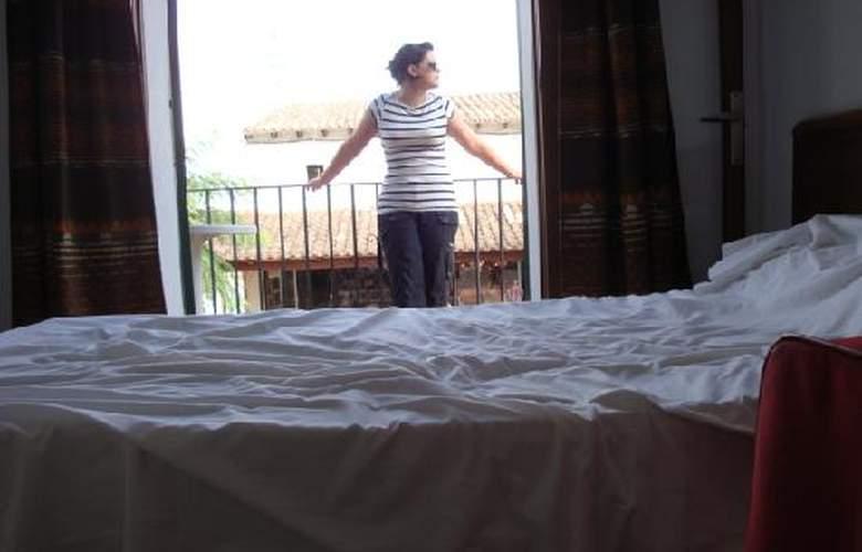 Hostal Talamanca - Room - 0