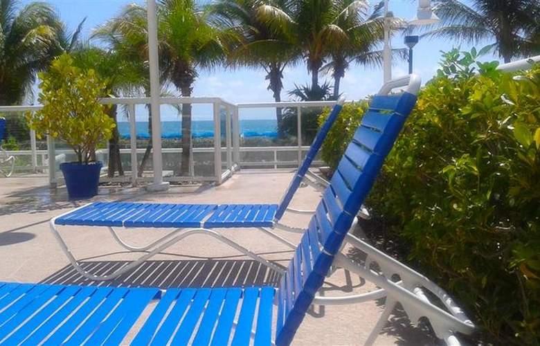 Best Western Plus Atlantic Beach Resort - Pool - 82