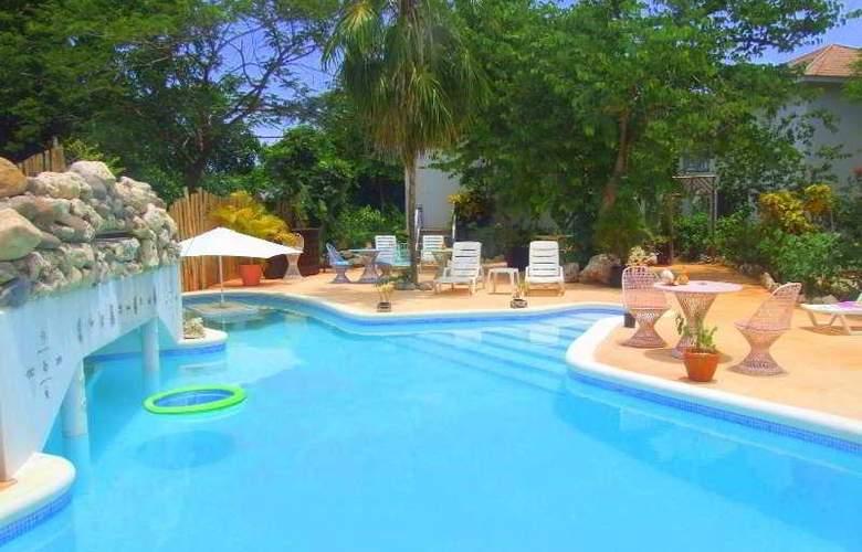 Catcha Falling Star Gardens - Pool - 3