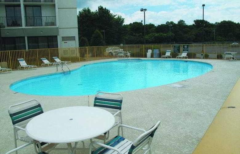 La Quinta Inn & Suites Nashville Airport/Opryland - Pool - 3