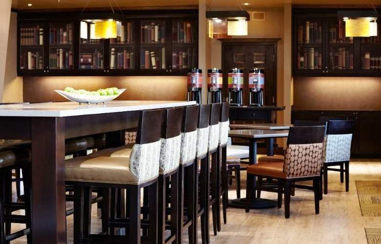 Hampton Inn & Suites Montreal - Bar - 30
