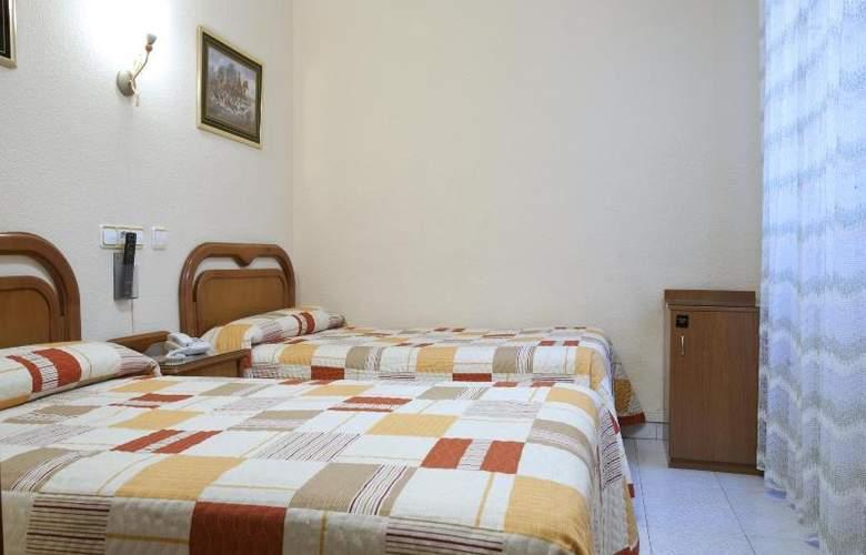 Hostal Maria Luisa - Room - 13