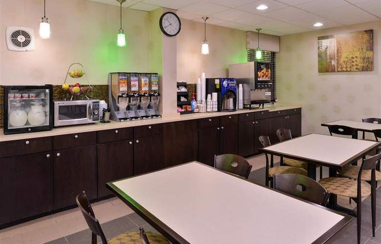 Best Western Plus Richmond Airport Hotel - Restaurant - 111
