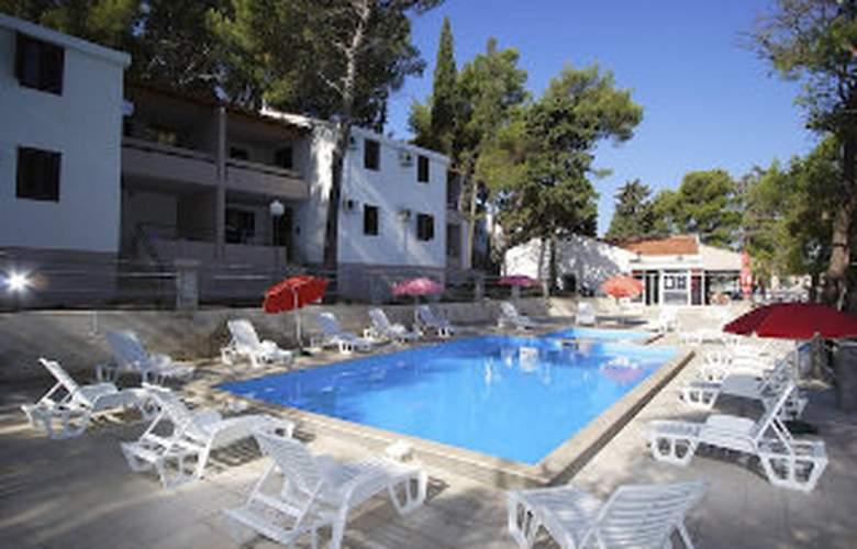 Apartments Lina - Pool - 1