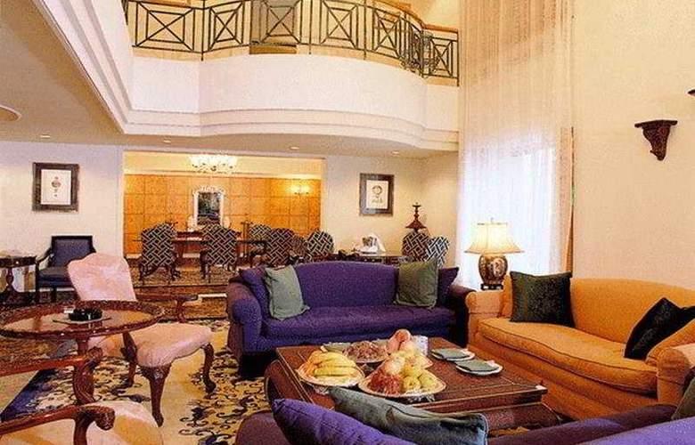 Grand - Hotel - 0