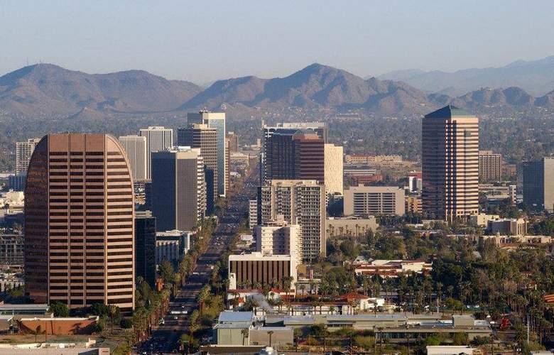 Best Western Plus Innsuites Phoenix Hotel & Suites - Hotel - 2
