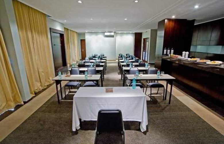 Slaviero Executive Pinhais - Conference - 1