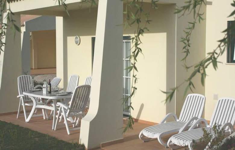 Glenridge Albufeira Beach & Golf Resort - Terrace - 17