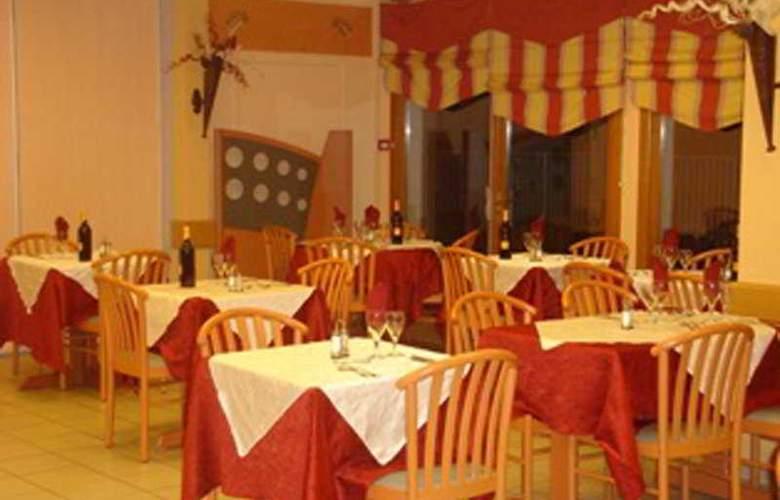 Interhotel Les Oliviers - Restaurant - 5