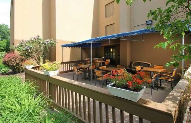 Hampton Inn Portland-Airport - Terrace - 9