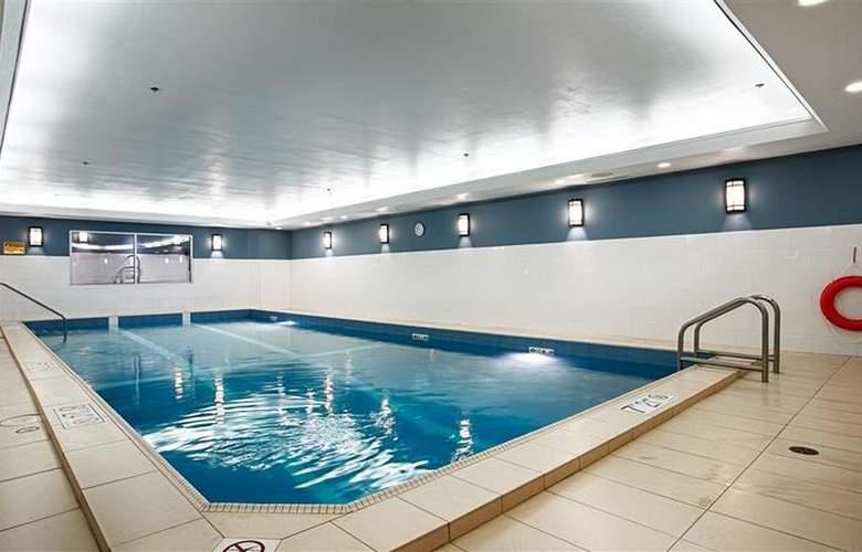 Best Western Chocolate Lake Hotel - Pool - 96