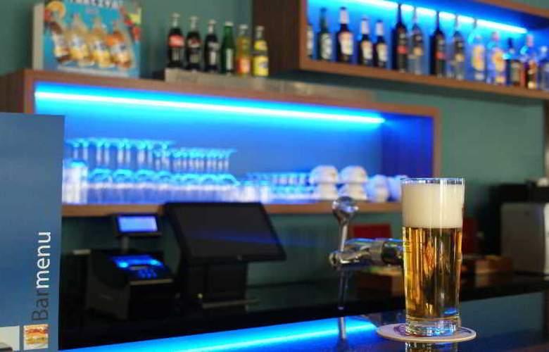 Holiday Inn Express Warsaw Airport - Bar - 1