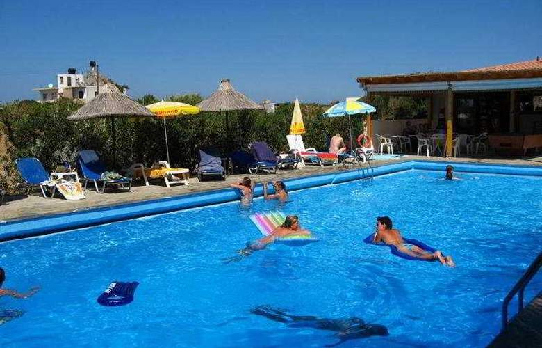 Oasis Hotel - Pool - 4