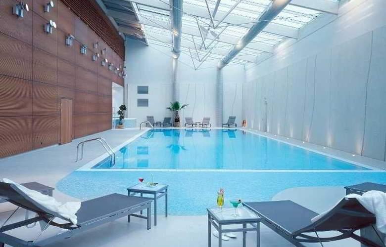 Starling Geneva Hotel & Conf Center - Pool - 3