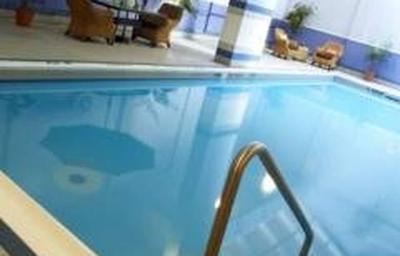 The Metcalfe - Pool - 3